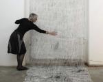 Spuren / Holzabrieb auf Baumwollgaze, Offsetdruckfarbe / ca. 155 x 900 cm / Septfontaines