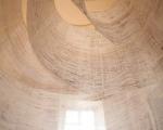 Spirale / Holzabrieb auf Baumwollgaze, Offsetdruckfarbe / Höhe ca. 250 cm / Schloss Ludwigsburg / Foto: Thomas Weccard